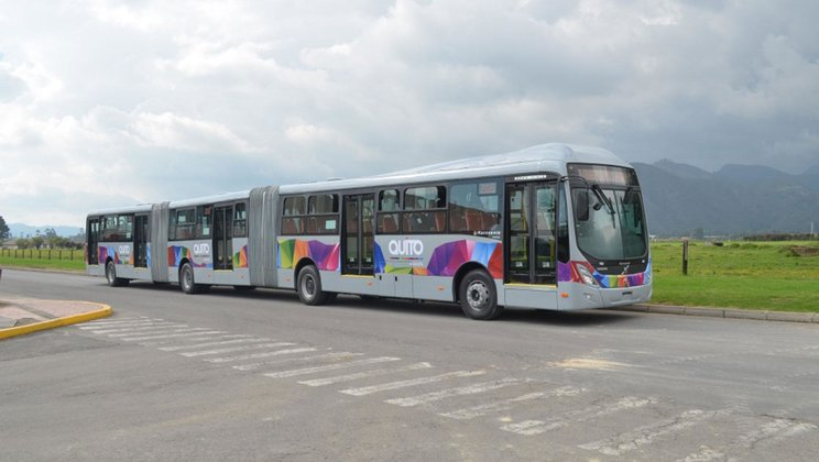 Volvo delivers 80 bi-articulated buses to Ecuador BRT-system