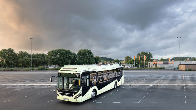 Pioneering Automation:  Volvo demonstrates autonomous bus