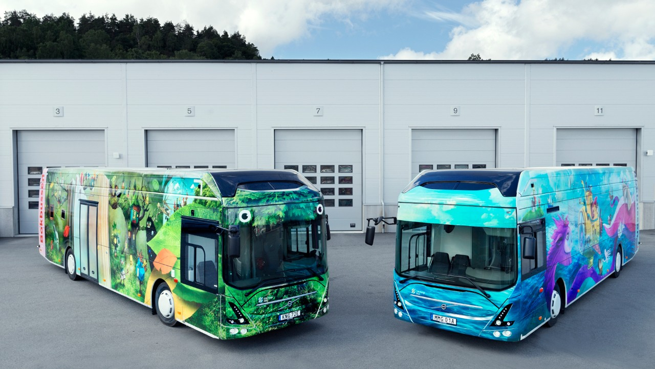 Two electric mobile libraries from Volvo Buses